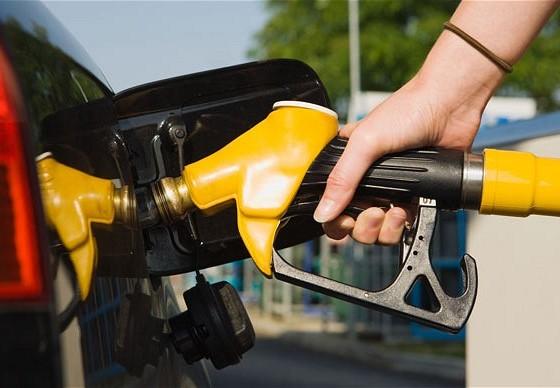 Бензинот ЕУРОСУПЕР БС-95 поскапува за поливина денар