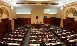Пратениците од мнозинството обвинети за уцена