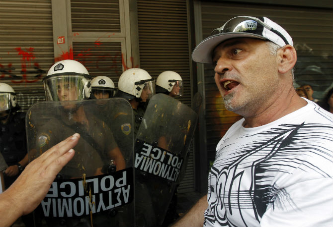 Штрајк на транспортните работници и новинарите во Грција