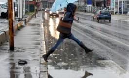 Облачно со локален пороен дожд, град и ветер