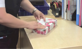 ВИДЕО: 12 секунди и подарокот е спакуван