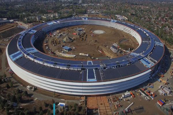 """ВИДЕО:  """"Вселенскиот брод"""" на Apple"""