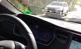 ВИДЕО ЛУДОРИИ: Само во Русија: Погледнете необичен метод за влечење на автомобил
