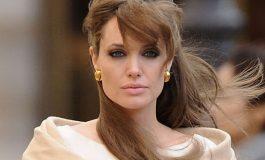 """Анџелина Џоли го """"врти листот"""" во однос на Бред Пит"""