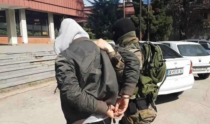 Двајца арачиновци фатени со оружје кај Пластичарска улица