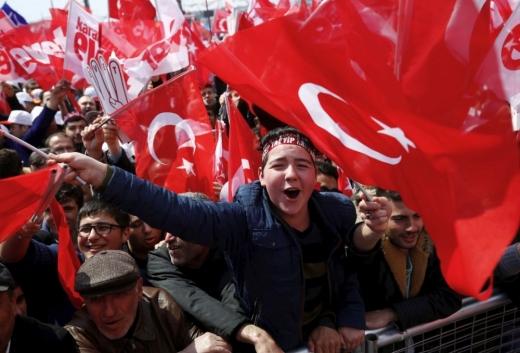 Нови 7.000 отпуштени од работа во Турција пред годишнината од неуспешниот пуч