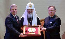 """Иванов во Москва ја прими наградата """"Алексеј Втори"""" од рускиот патријарх Кирил"""