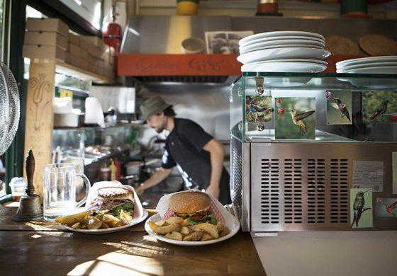 Виена останува без еден од своите најпрепознатливи симболи-штандовите со колбаси