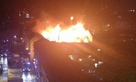 ВИДЕО:  Совладан е пожарот на пазарот во Камден Лок