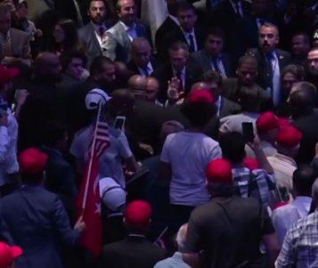 ВИДЕО: Повторно тепачка во Њујорк - со присуство на Ердоган