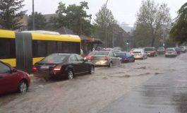 Големо невреме во Белград, најмалку тројца повредени