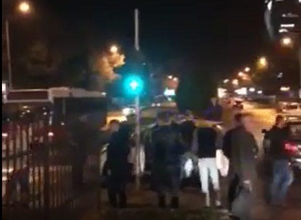 Масовна тепачка на Бит Пазар – демолирани два автобуси со Комити