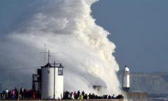 Бурата Офелија ја пустоши Ирска