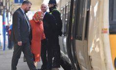 Кралицата Елизабета се врати дома со јавен превоз