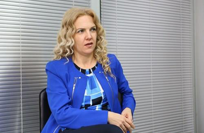 Амандманите за Законот за јазици мора да се разгледаат, власта го остварува планот на Села, пишува Каракамишева