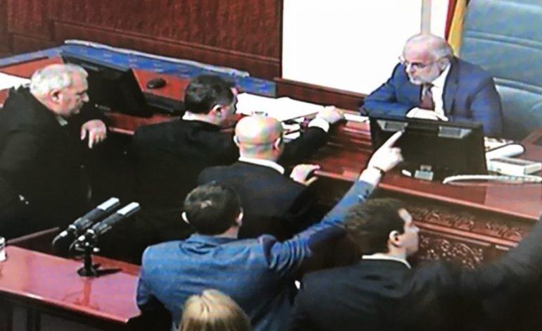По инцидентот Груевски – Џафери, донесен Законот за јазици